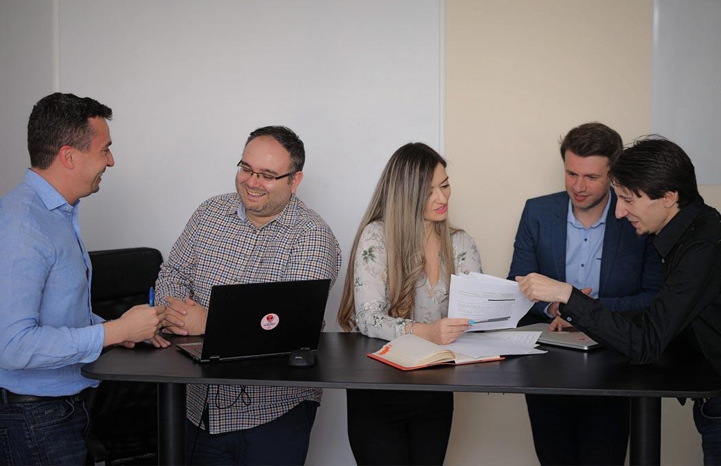Echipa emiral administrare site
